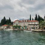 Der kleine Ort Rose auf der Halbinsel Lustica, Montenegro