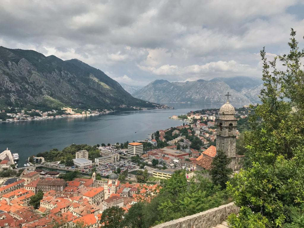 Aussicht auf dem Weg zur Festung Sveti Ivan Kotor Montenegro