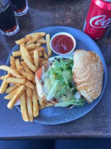 Coles Bay Burger und Pommes