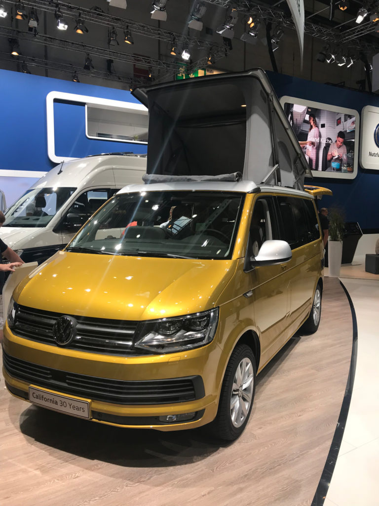 VW Bus kaufen VW California 30 years auf der Caravan Salon in Düsseldorf