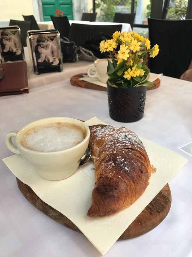 Pisa Urlaub Frühstück