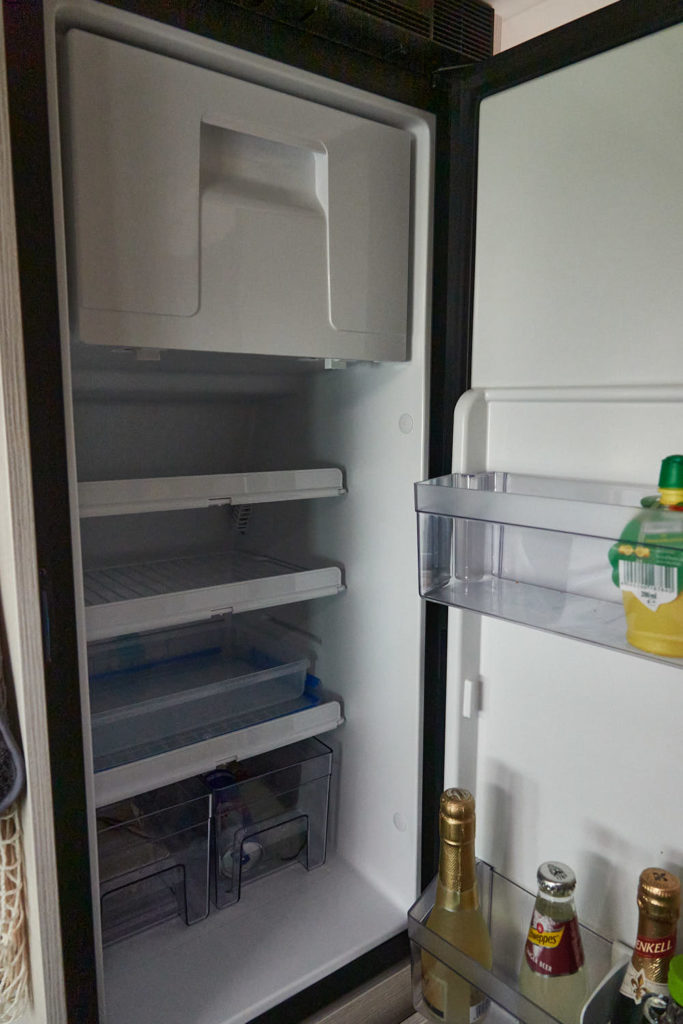 Kühlschrank im Tourne Mobil Kastenwagen Camper